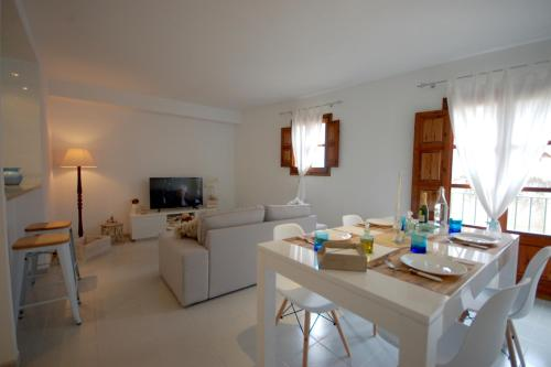 Lets Holidays LOVELY APARTMENT 1 MIN TO THE BEACH