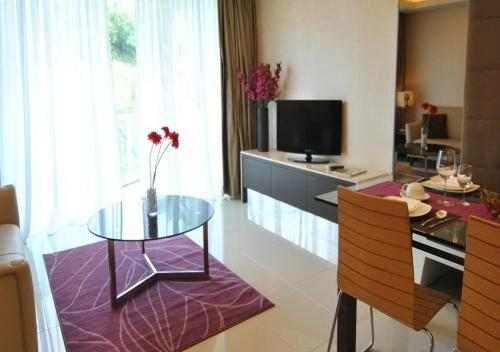 A television and/or entertainment centre at Damas Suites & Residences Kuala Lumpur