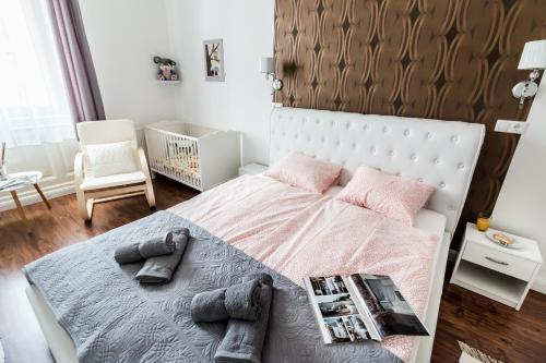 A bed or beds in a room at BpR PureHOME Apartment