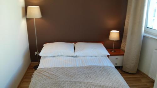 Ein Bett oder Betten in einem Zimmer der Unterkunft Apartament Sokołowska