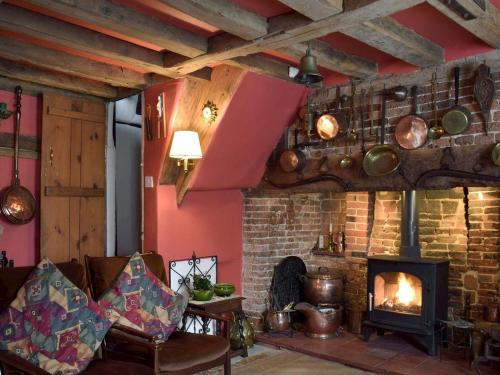 A seating area at Old Maltsters Arms Cottage