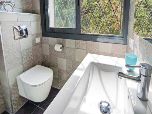 A bathroom at Studio Holiday Home in Pineda de Mar