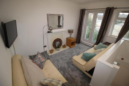 A seating area at Oakfield Street Apartment Cardiff