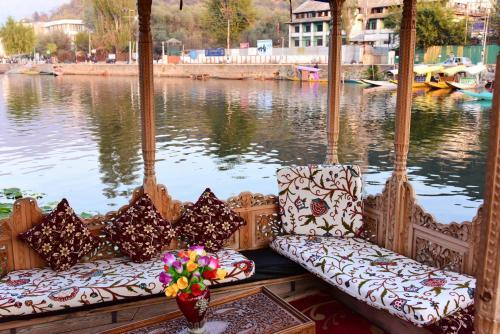 Jammu & Kashmir-båtar. Det finns 239 båtar i Jammu & Kashmir i ...