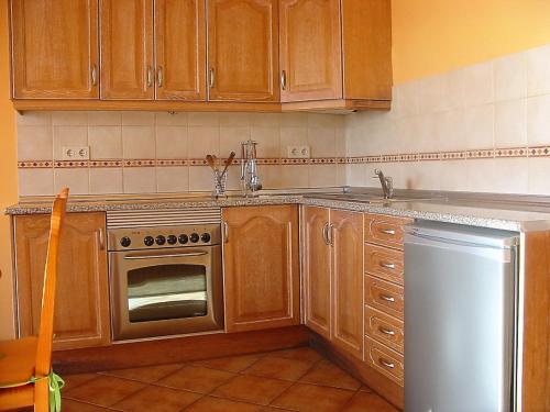 A kitchen or kitchenette at Apartamento Solymar Jasmin A8