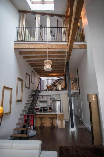 3-Storey Penthouse with Old Port View