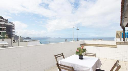 A balcony or terrace at Cobertura na praia de Copacabana