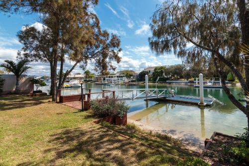Keelin Cove - Waterfront with Pontoon, Kayaks and WiFi - Pet Friendly