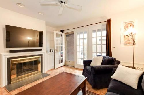 Private 1BR + Patio, Ideal Location: Admo's Best!