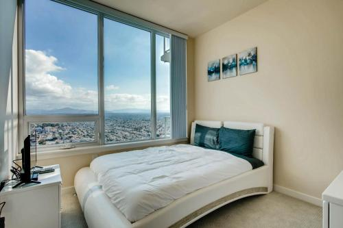 Executive Suite 2B/2BA In San Diego, walk to convention center