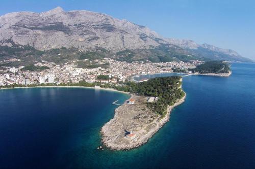A bird's-eye view of Apartment Makarska 6850a