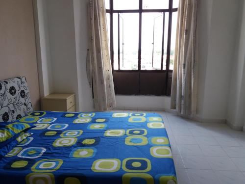 G courts homestay