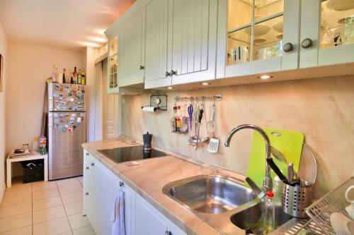 A kitchen or kitchenette at Portofino Apartment
