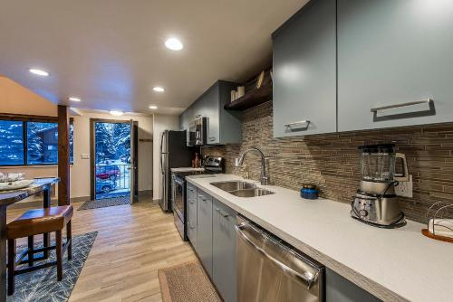 Red Pine Canyons Modern Lodge Condo