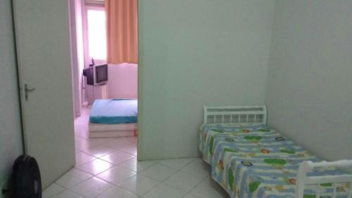 A bed or beds in a room at Apartamento Praia da Costa