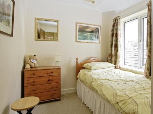 A bed or beds in a room at Bridge Cottage