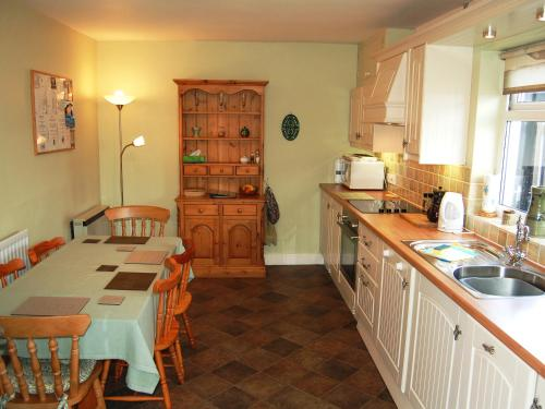 A kitchen or kitchenette at Beech End