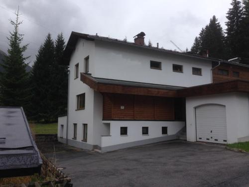 6 Bedroom House next to Slopes