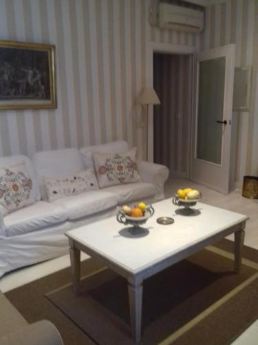 A seating area at El Hogar del Prado