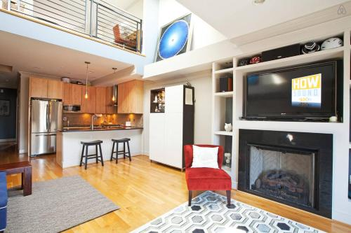 HGTV Penthouse 6th & M NW - Next to Conv. Center