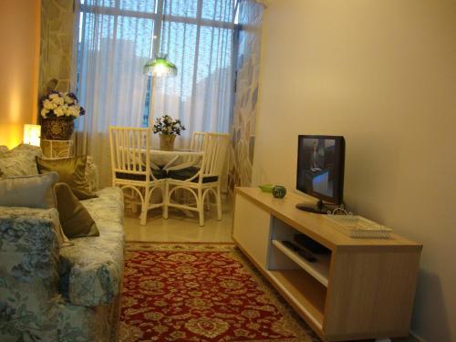A television and/or entertainment center at Apartamento Ronald de Carvalho