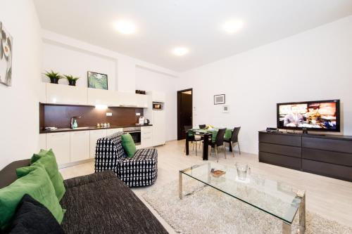 A seating area at APLEND CITY Apartments Galéria