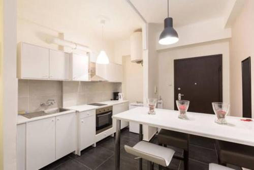A kitchen or kitchenette at Victoria Studio