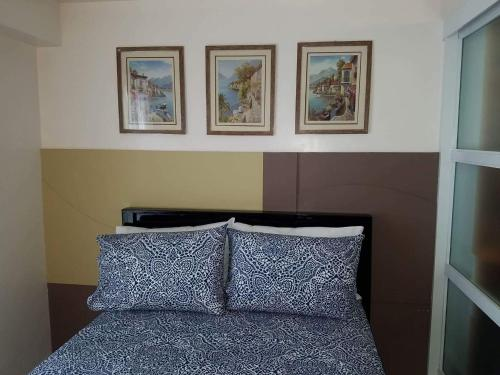 A bed or beds in a room at JOY: Prime Residences- Tagaytay