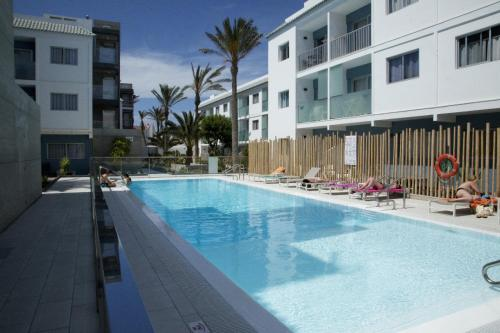 The swimming pool at or near Apartamento Corralejo Feeling