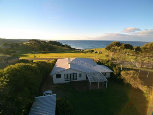 A bird's-eye view of 12 Bluewater Drive