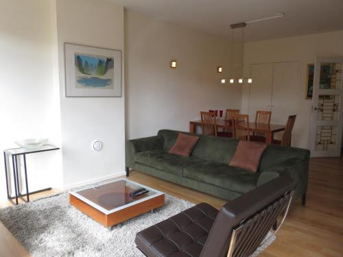 A seating area at Great Apartment Vondelpark B