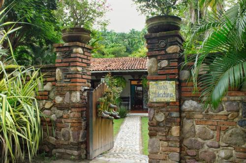 Hacienda Tabachines // Tropical Mexican Space