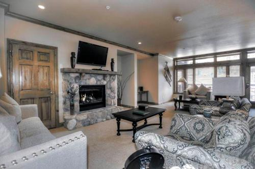 Affordable Vail 2 Bedroom yes - Lion Sq EAST 215
