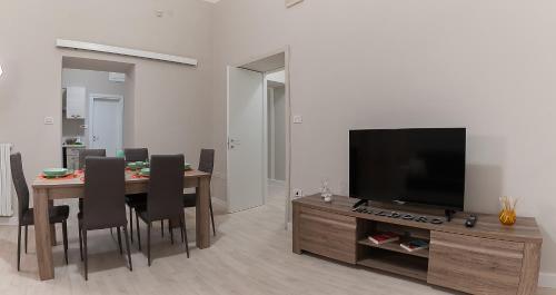 Télévision ou salle de divertissement dans l'établissement Maldoro House
