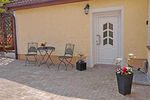 A porch or other outdoor area at Ferienwohnung Burg Stargard SEE 84