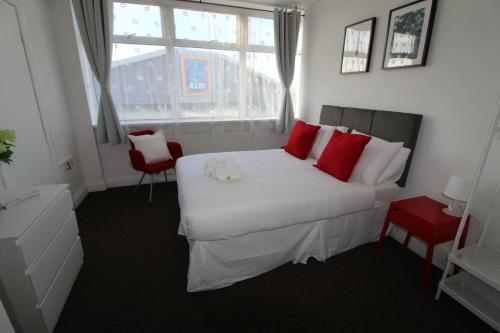 Deluxe Studio Heathrow-London 2