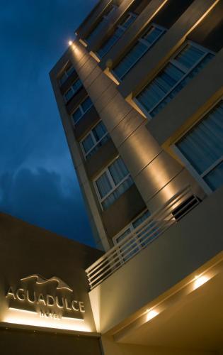 Agua Dulce Hotel