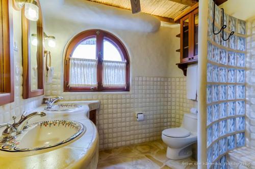A bathroom at Lugar Escondido