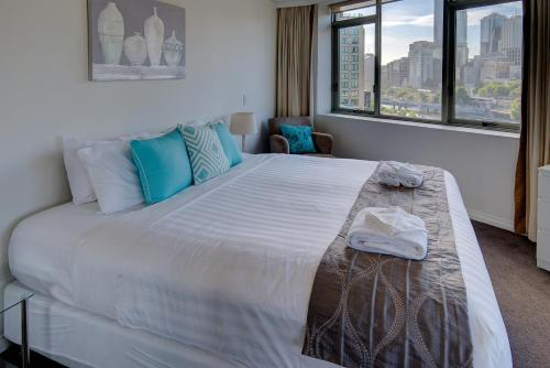 A bed or beds in a room at Fantastic double suite