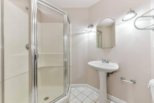 A bathroom at Three-Bedroom, Two-Bath North End Apt on Freedom Trail