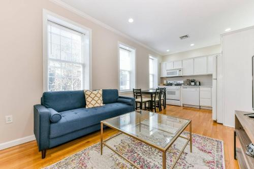 A seating area at Three-Bedroom, Two-Bath North End Apt on Freedom Trail