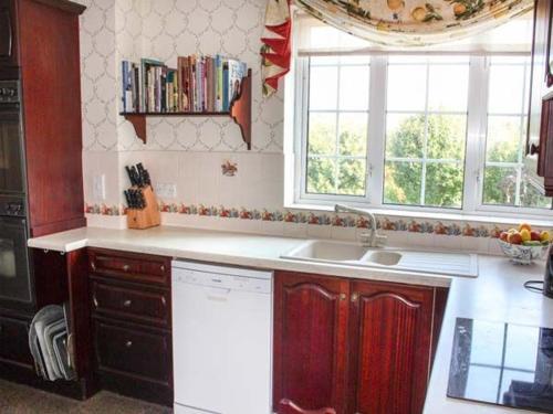 Majoituspaikan White Oak Grange keittiö tai keittotila