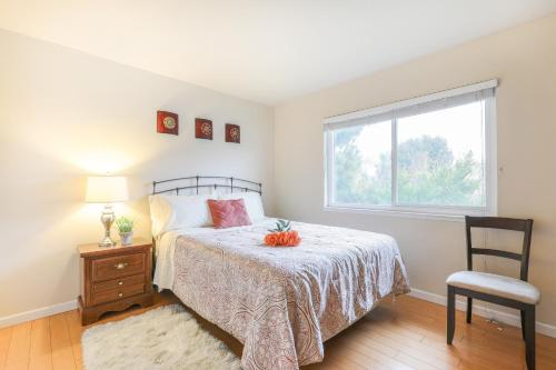 A bed or beds in a room at Chips & Salsa 2BR/2BA