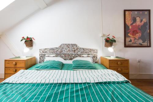A bed or beds in a room at Green Vintage Apartment in Central Lisbon