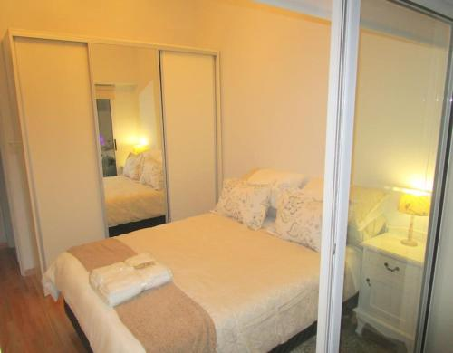 A bed or beds in a room at Belgrano Premium Apartment