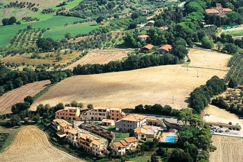 A bird's-eye view of Villaggio Residence La Pieve di Pomaia