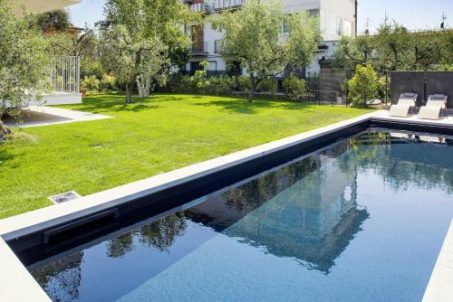 Bardolino center ground floor with pool and garden