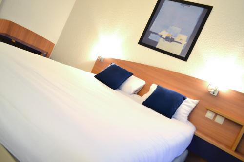 Postelja oz. postelje v sobi nastanitve Art Hotel Paris Est