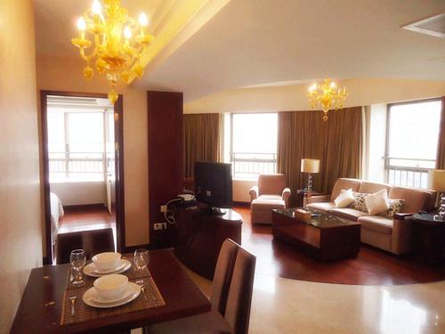 A seating area at Ziyuan Service Apartment