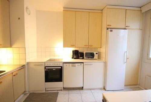A kitchen or kitchenette at Two bedroom apartment in Espoo, Alakartanontie 11 (ID 1962)